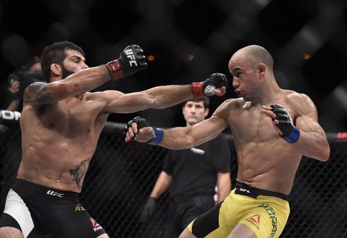 Raphael Assunção x Marlon Moraes UFC Rio 8 (Foto: André Durão)