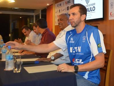 O treinador do Valinhos, André Rosendo (Foto: Marcel Kassab/ Globoesporte.com)