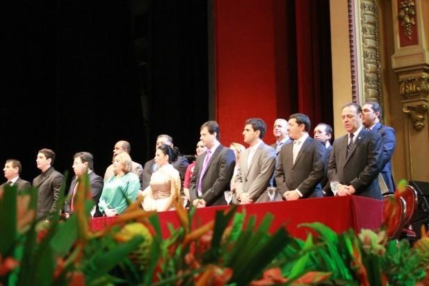 Cerimônia estava marcada para iniciar às 16h no Teatro Amazonas e teve 50 minutos de atraso (Foto: Tiago Melo/ G1 AM)