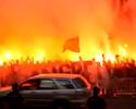 Torcida faz festa de arrepiar no hotel do Atlético de Madrid; confira os vídeos