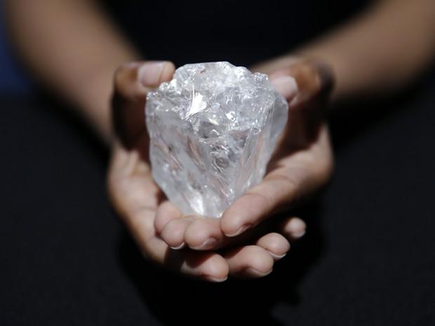Sotherby's leiloará em Londres 'maior diamante bruto do mundo' (Foto: AP)