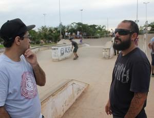 Alex e Dinho na pista de Skate em Porto Velho (Foto: Hugo Crippa)