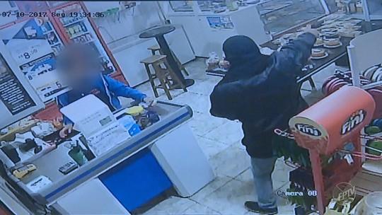 Comerciante é baleado durante assalto em padaria de Paulínia; veja vídeo da ação dos criminosos