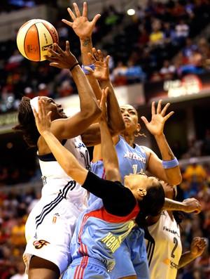 Erika basquete feminino Atlanta contra Indiana (Foto: AP)