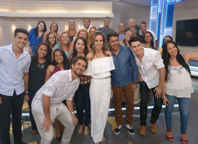 Ana e Felipe tiram foto com plateia (Foto: Ana Puñal/Gshow)