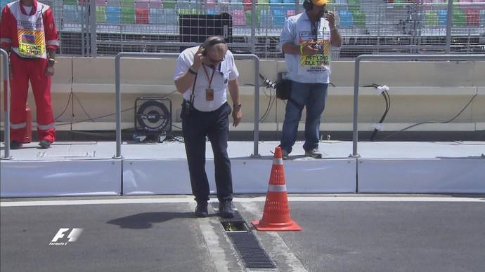 Tampa de ralo se soltou durante 3º treino livre para o GP da Europa, em Baku (Foto: Divulgação)