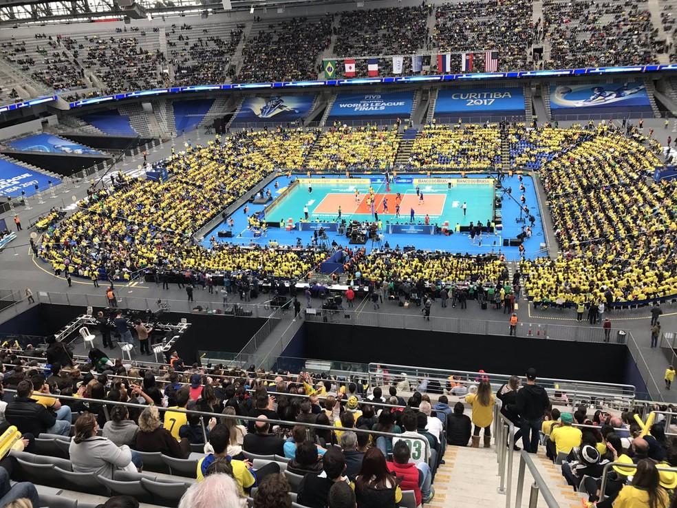 Arena da Baixada cheia para Brasil x Rússia em jogo de vôlei da Liga Mundial (Foto: FIVB)