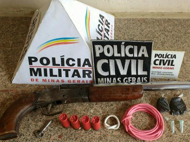 Material foi levado para a delegacia de Medina (Foto: Polícia Civil/Divulgação)