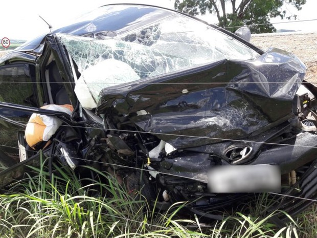 Acidente mata duas pessoas e deixa outras três feridas na BR-414, em Goiás (Foto: Divulgação/PRF)