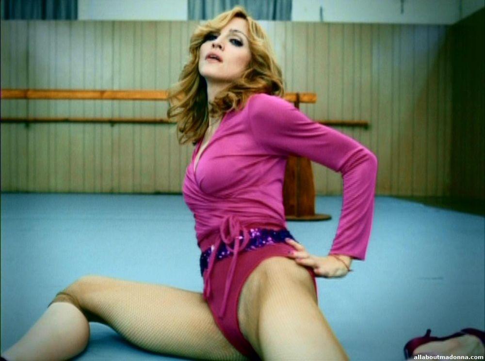 Em Hung Up, Madonna prova que continua sendo Rainha do Pop (Foto: Reprodução)