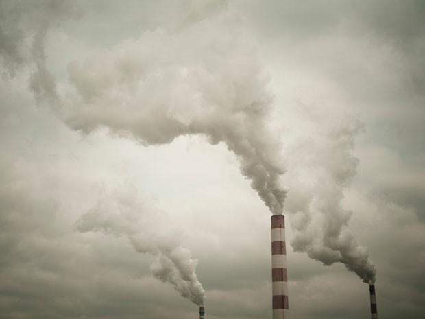 Chaminé de indústria na China (Foto: JF Creative / Image Source / AFP)