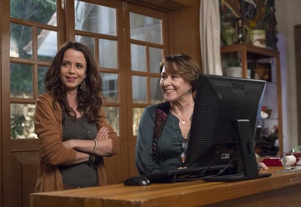 Dani Barros e Nivea Maria em cena na nova fase da novela Além do Tempo (Foto: Globo/Estevam Avellar)