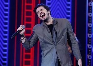 Ao vivo, Luan Santana soltou a voz com vários sucessos, no Domingão do Fausão (Foto: Ellen Soares/Gshow)