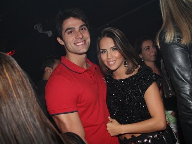 Pérola Faria com o namorado, Maurício Mussalli, em boate no Rio (Foto: Anderson Borde/ Ag. News)