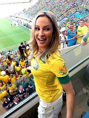 Claudia Leitte torcida jgoo Brasil Itália (Foto: Marcelo Baltar)
