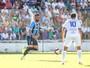 Bolaños e Barrios marcam, Grêmio joga bem e abre vantagem sobre VEC