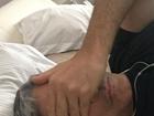 William Bonner troca curativo após cirurgia e brinca: 'Selfie acovardado'