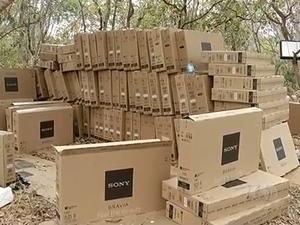 Carca com cerca de mil TVs foi encontrada na região sul do Tocantins após assalto (Foto: Reprodução/TV Anhanguera)