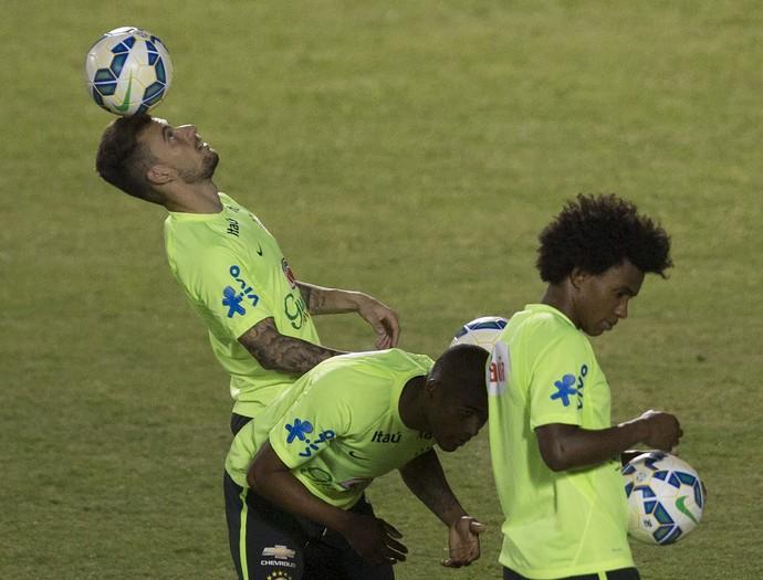 Lucas Lima e Willian treino Brasil Fortaleza (Foto: Leo Correa / MoWA Sports)