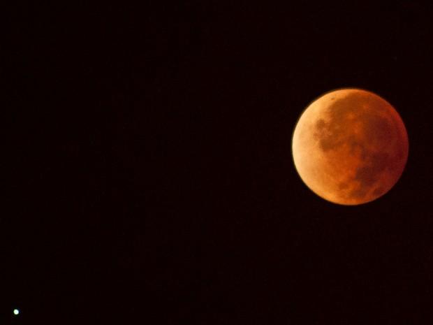 Francisco da Silva, morador de Feira de Santana (BA) registrou pela segunda vez esse tipo de eclipse lunar (Foto: Francisco da Silva/Vc no G1)