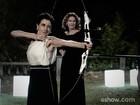 De olho no alvo: Elenco de 'O Rebu' faz treinamento de arco e flecha
