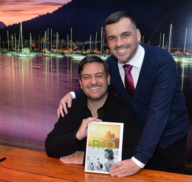 O casal Bruno Astuto e Sandro Barros (Foto: Francisco Cepeda/AgNews)