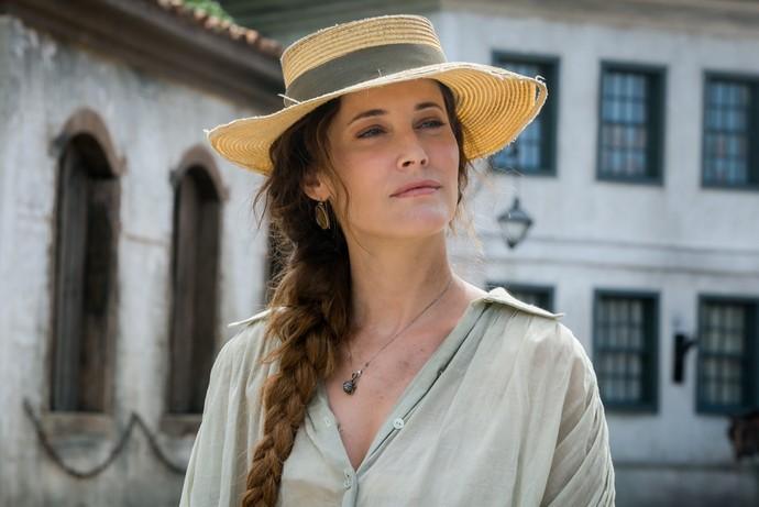 Maria João volta à TV como Letícia em 'Novo Mundo', uma portuguesa casada com Ferdinando, personagem de Ricardo Pereira (Foto: Globo/ Raquel Cunha)