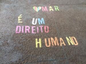 Chão da Praça São Salvador no dia do Beijaço (Foto: Daniel Silveira / G1)