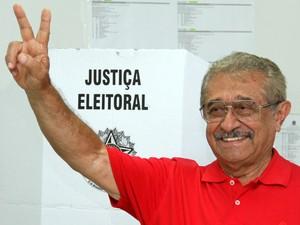 O candidato eleito José Maranhão votou em João Pessoa (Foto: Francisco França/Jornal da Paraíba)