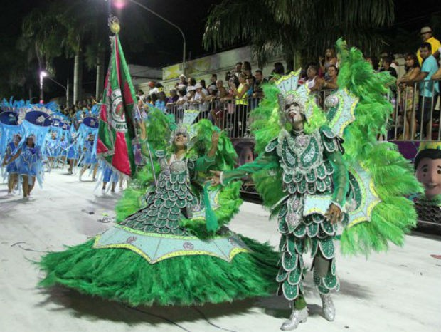 Império do Morro no 2º dia do desfile das escolas de samba 2015 (Foto: Kleverton Velasquez/ PMC)