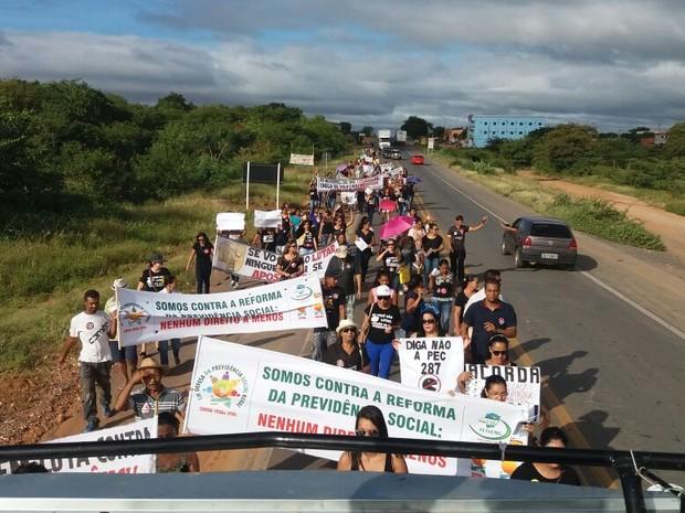 Protesto começou na BR-251 (Foto: Denilson Rodrigues/ Arquivo Pessoal)