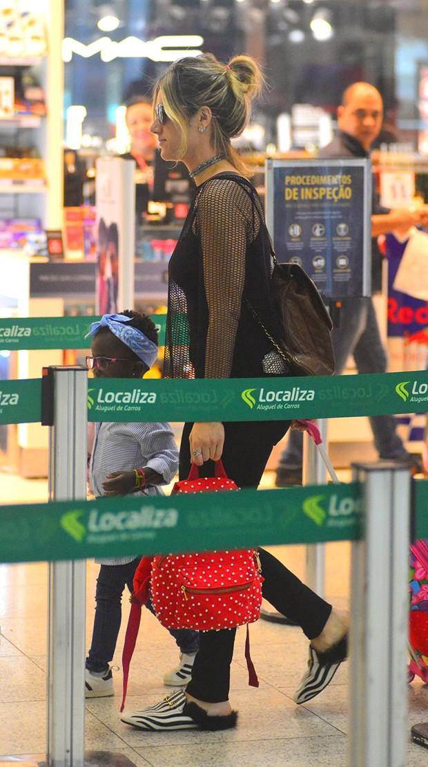 Giovanna Ewbank com a filha, Titi (Foto: Willian Oda/ Agnews)