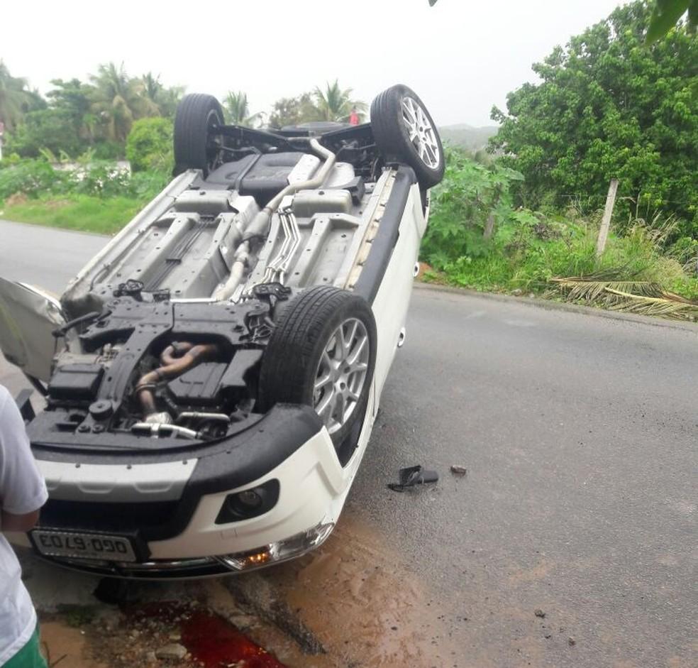 Vereador capotou carro após tentar desviar de ciclista  (Foto: Divulgação/CPRE)
