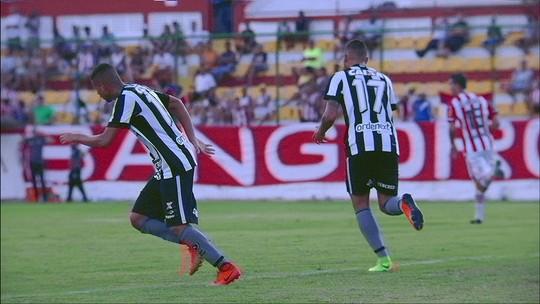 Pênalti sofrido e duas chances de gol: Fernandes curte função mais ofensiva