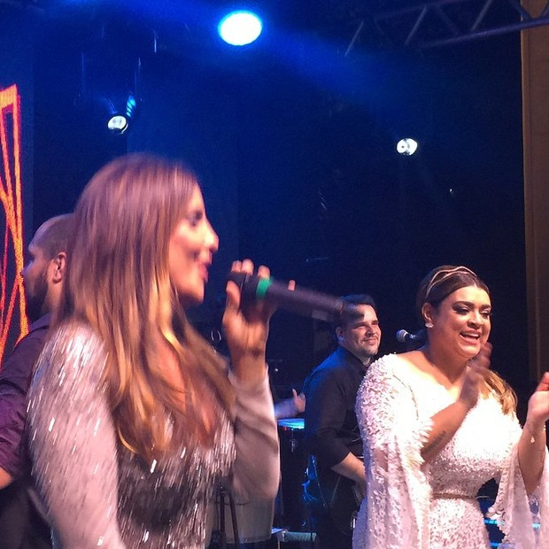 Ivete Sangalo canta na festa de casamento de Preta Gil e Rodrigo Godoy em Santa Teresa, no Centro do Rio (Foto: Instagram/ Reprodução)