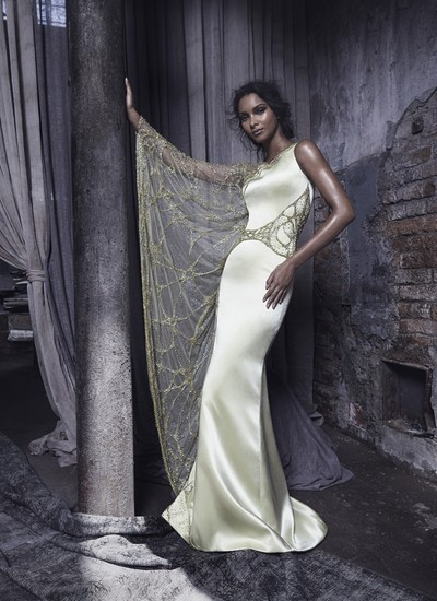 """""""Ainda não escolhi o vestido que vou usar no jantar, mas vou optar por algo bem clássico"""", afirma a top Lais Ribeiro (Foto: Jack Waterlot)"""