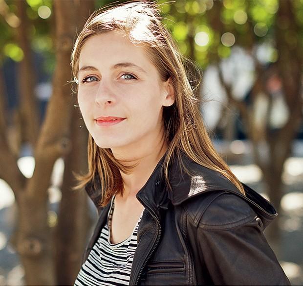 SANGUE NOVO Eleanor Catton, em foto de 2011, em Wellington, na Nova Zelândia. Seu romance de mistério vendeu bem e foi elogiado pela crítica (Foto: Robert Catto / robertcatto.com)