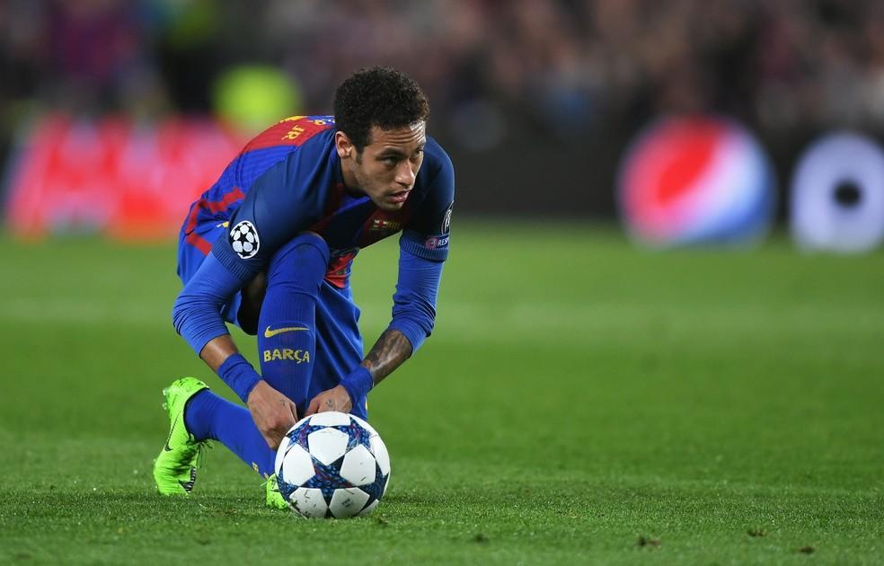Relação de Neymar, agora no Barcelona, com a diretoria do Santos está estremecida (Foto: Getty Images)