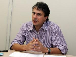 Secretário do Ceará emite nota com defesa do 'escândalo dos banheiros' (Foto: Miguel Portela/Agência Diário)