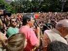 Manifestantes fazem ato de apoio a Fernando Haddad na Avenida Paulista