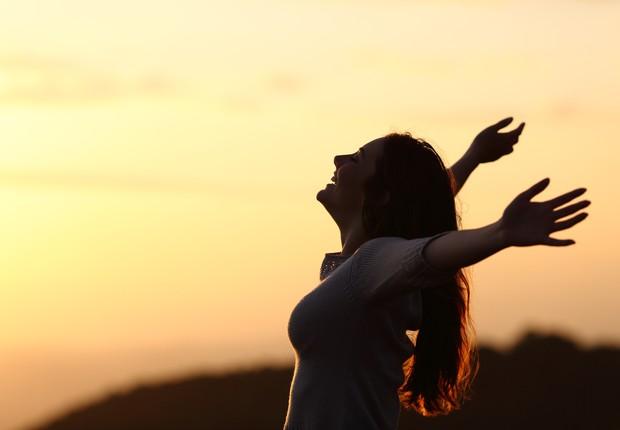 felicidade - bem-estar - paz - tranquilidade - calma - reflexão - sol - luz - rotina - dia - foco -  (Foto: Thinkstock)