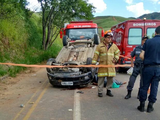 Carro capotou após o atropelamento (Foto: Sergio de Souza Silva/Arquivo Pessoal)