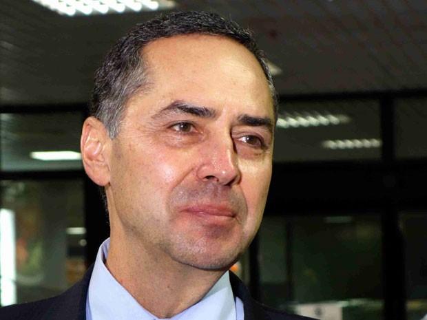 Advogado indicado para ministro do STF, Luís Roberto Barroso desembarca em Salvador (Foto: Egi Santana/G1 BA)