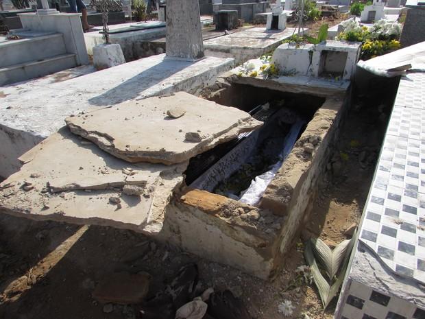 Túmulo de idosa foi violado e polícia investiga caso de necrofilia (Foto: Renato Farias / Portal PHB em Nota)