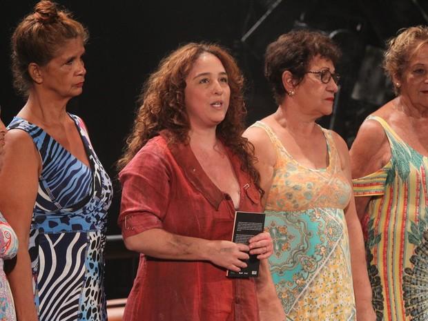 Débora Lamn em peça na Zona Sul do Rio (Foto: Marcello Sá Barretto/ Ag. News)