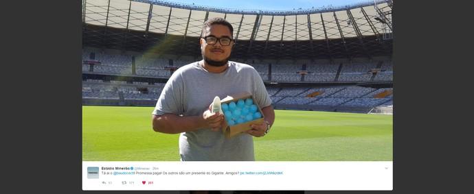 Mineirão presenteia torcedor com uma caixa de desodorantes (Foto: Reprodução / Twitter)