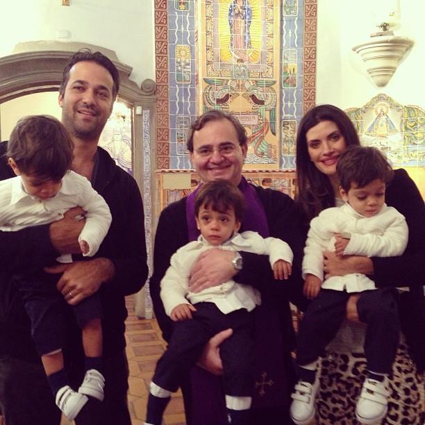 Isabella Fiorentino com os trigêmeos Bernardo, Lorenzo e Nicholas (Foto: Instagram/ Reprodução)