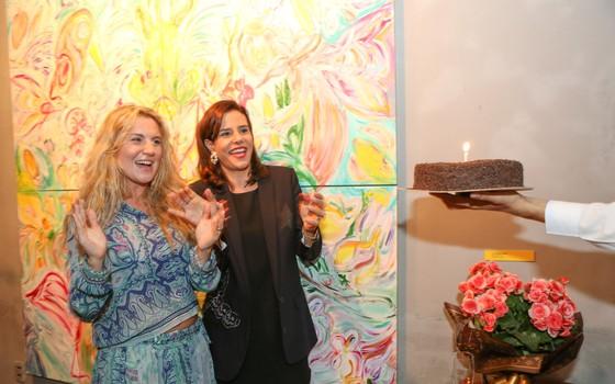 Narcisa comemora o aniversário na abertura da individual de Marie (Foto: Gianne Carvalho)