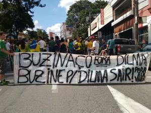 Manifestantes começaram passeata em Sorocaba por volta das 16h15 (Foto: Amanda Campos/G1)