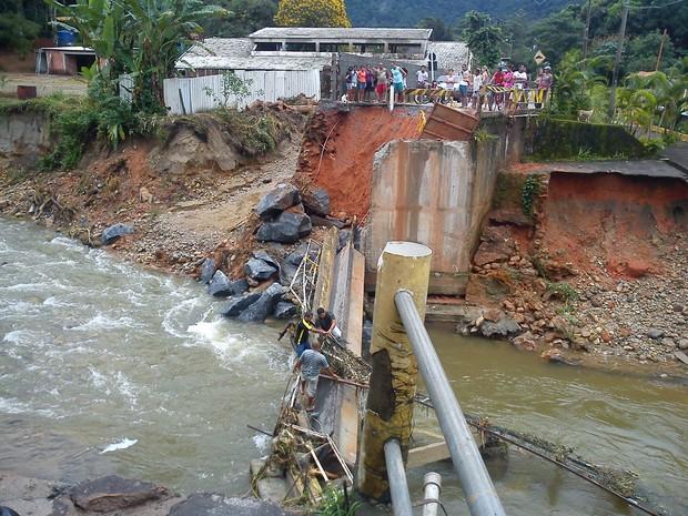 Ponte da Banqueta desabou em Angra dos Reis (Foto: Divulgação/ Defesa Civil)